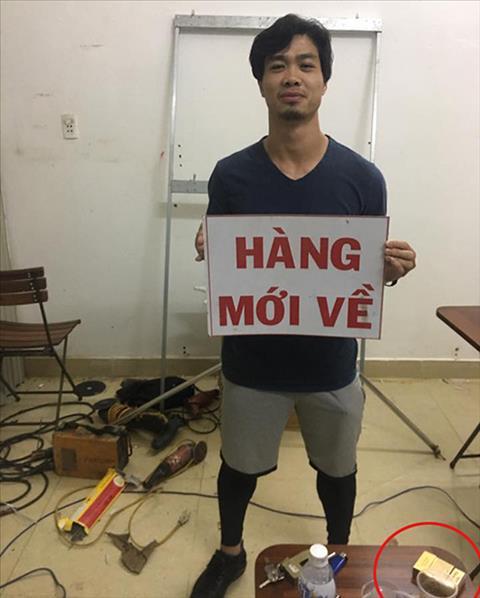 Tien dao Cong Phuong gay xon xao khi chup anh canh bao thuoc la hinh anh