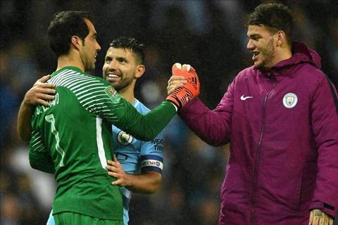Guardiola ca ngoi ngoi sao bi lang quen cua Man City hinh anh