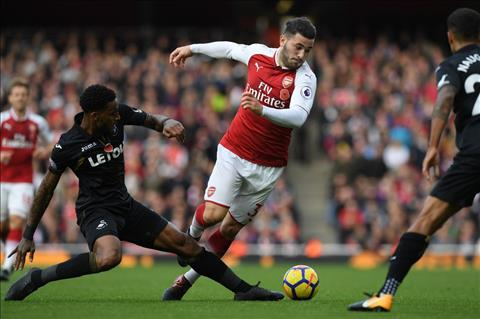 Arsenal 2-1 Swansea Phao thu lap ky luc hinh anh 2