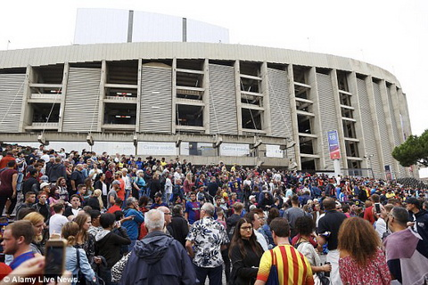 CLB Barcelona va doc lap xu Catalonia (P2) Nou Camp - Trai tim cua thong diep hinh anh 2