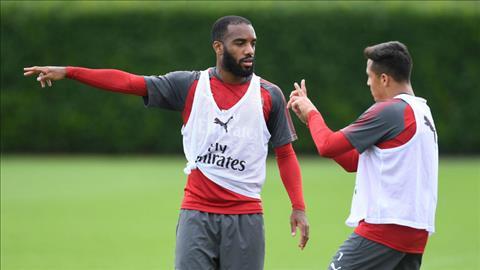 Sanchez noi ve tien dao Alexandre Lacazette hinh anh 2