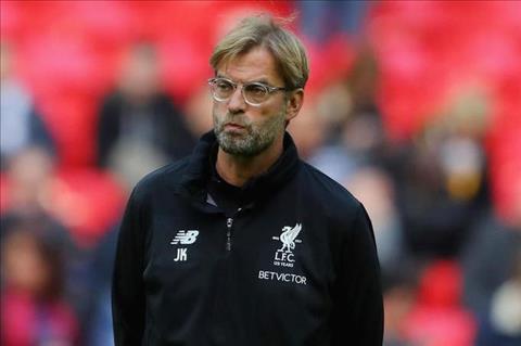 Tin du cho Liverpool HLV Klopp phai nhap vien khan cap hinh anh