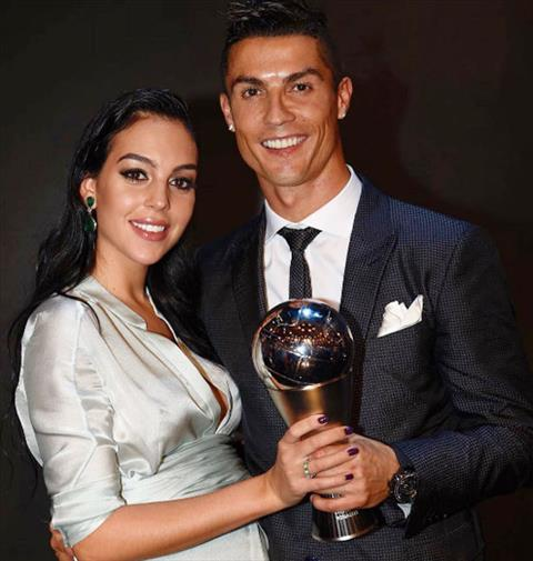 Ngoi sao Ronaldo tiet lo ten con gai sap chao doi hinh anh