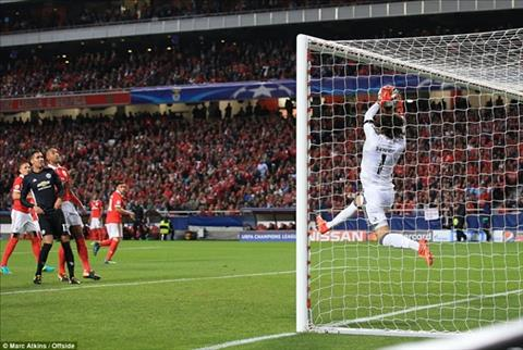 Man Utd vs Benfica (2h45 ngay 111) Nhe nhang pha ky luc, thang tien vong knock-out hinh anh 2