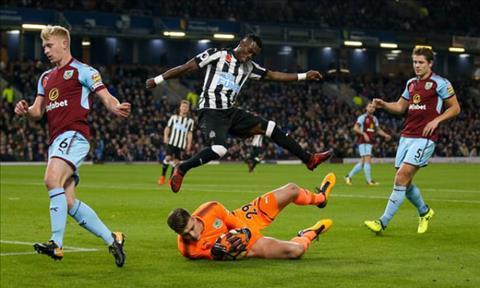 Tong hop Burnley 1-0 Newcastle (Vong 10 NHA 201718) hinh anh