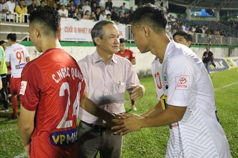 Bau Duc len tieng khi Cong Phuong bi chi trich ve phong do