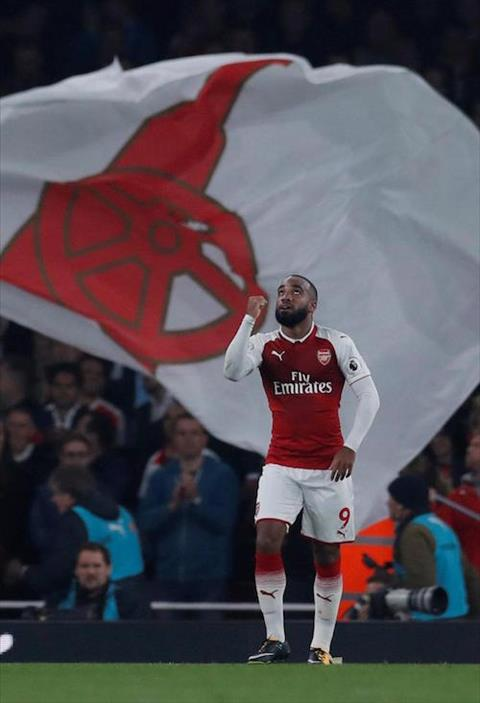 Alexandre Lacazette tro thanh tien dao vi nghe loi me hinh anh 2