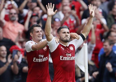 Tan binh Arsenal than tuong cac huyen thoai Real Madrid hinh anh