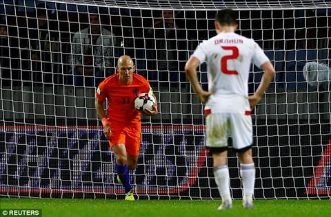 Belarus 1-3 Ha Lan Chien thang tuyet vong cua Oranje hinh anh