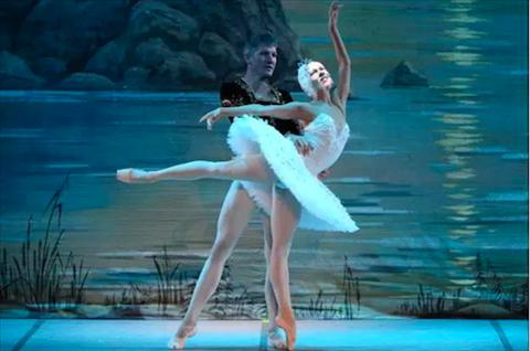 Schweinsteiger co niem dam me ballet va opera hinh anh