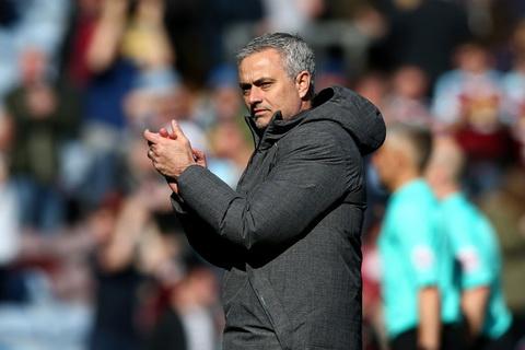 MU tinh gia han hop dong voi HLV Jose Mourinho hinh anh 2