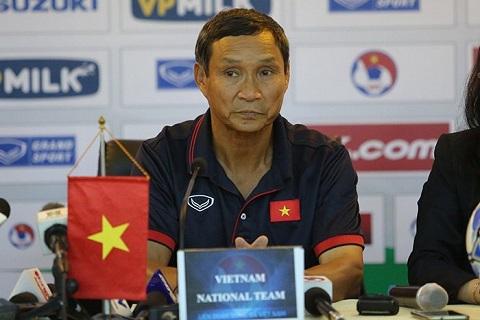 Ong Mai Duc Chung tri an hoc tro, nhan nhu HLV moi sau chien thang truoc Campuchia hinh anh 2
