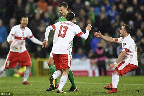 Bac Ireland 0-1 Thuy Sy Ngoi sao trong tai hinh anh