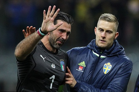 CHINH THUC Buffon noi loi tu gia DT Italia trong nuoc mat hinh anh