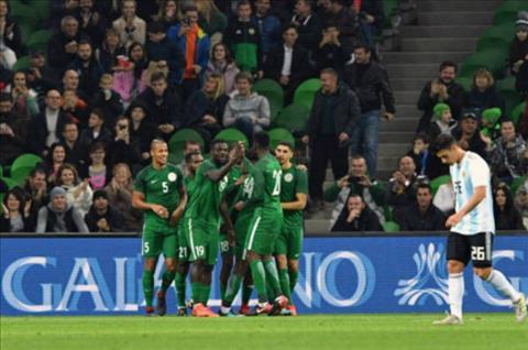 Tong hop Argentina 2-4 Nigeria (Giao huu quoc te) hinh anh