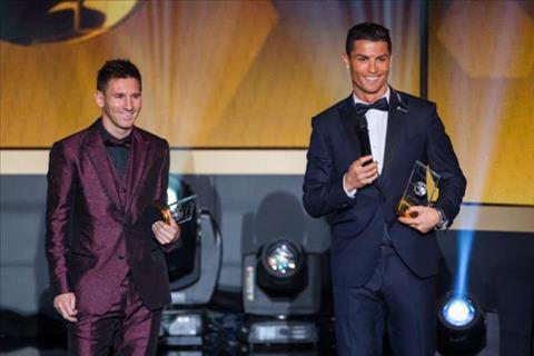 Ronaldo tu tin goi dien cho  Messi de thong bao se gianh QBV 2017 hinh anh 2