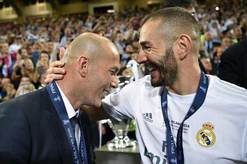 Phat hien Tien dao Benzema la fan cuong so 1 cua thay Zidane hinh anh