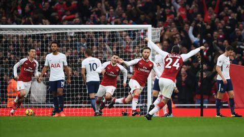 Arsenal 2-0 Tottenham Cay dinh ba long lanh cua Wenger hinh anh 3