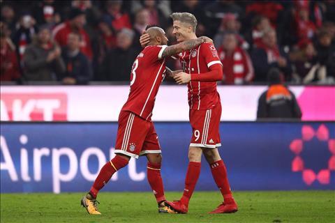 Bayern Munich 3-0 Ausburg But pha manh me hinh anh