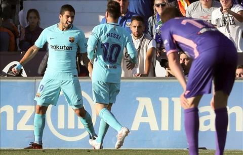 Barca thiet lap them ky luc o La Liga trong ngay Suarez ghi ban tro lai hinh anh