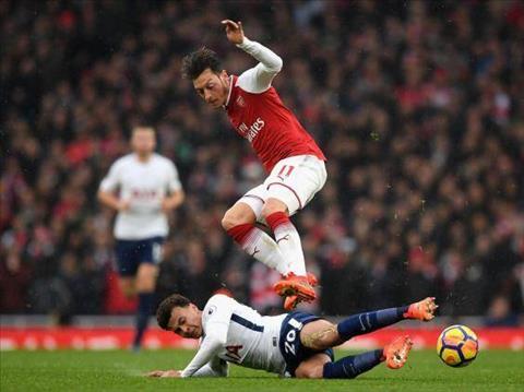 Huyen thoai Arsenal ung ho Ozil ra di den voi Man Utd hinh anh