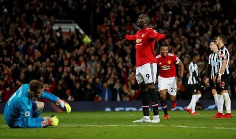 MU thoi Mourinho chinh thuc pha ky luc vi dai cua Sir Alex hinh anh