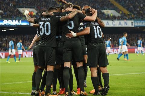 Nhung thong ke dang nho sau tran dau Napoli 2-4 Man City hinh anh