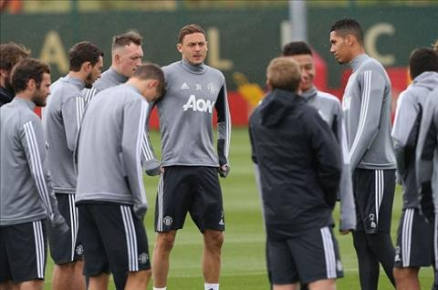 HLV Mourinho ra quyet dinh bat ngo khien toan bo thanh vien MU ngao ngan hinh anh
