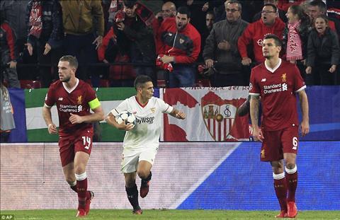 Huyen thoai MU xoay vao vet thuong long cua Liverpool sau tran hoa Sevilla hinh anh