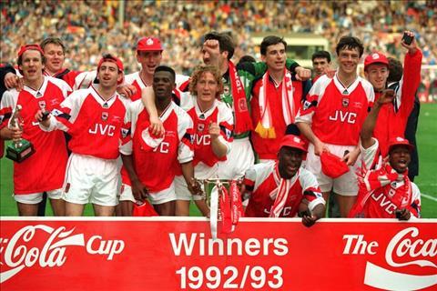 Arsenal chua bao gio vo dich League Cup trong ky nguyen Arsene Wenger