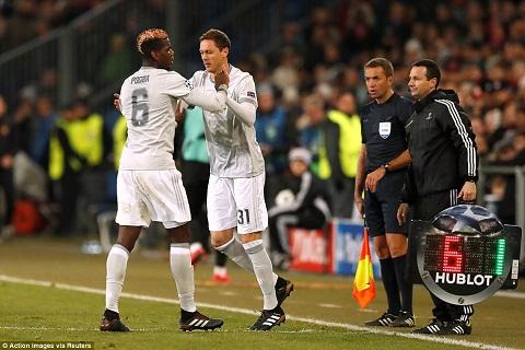 Mourinho che bai Matic khong bang Pogba hinh anh