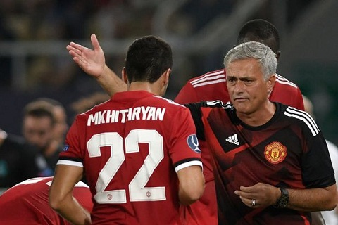 Da kem, Mkhitaryan bi Mourinho chi trich thang mat hinh anh