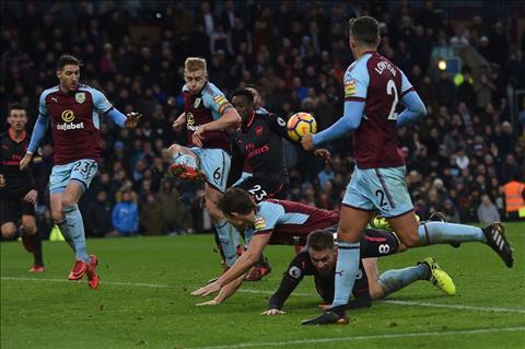 Du am Burnley 0-1 Arsenal May man den tung phut giay hinh anh 2