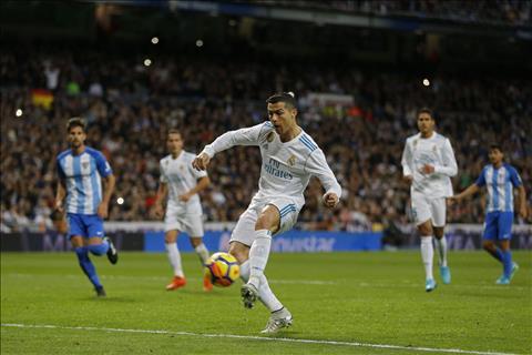 Tien dao Cristiano Ronaldo duoc so sanh voi di Stefano hinh anh