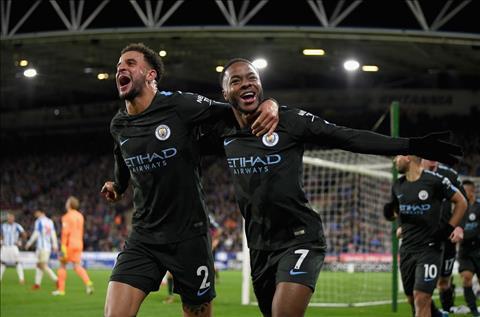 Cham diem Huddersfield 1-2 Man City Vinh danh Sterling hinh anh
