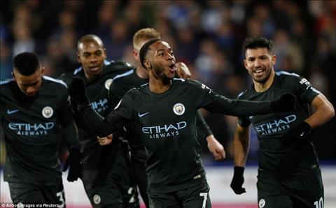 Huddersfield 1-2 Man City Man xanh lap 2 ky luc hinh anh 2