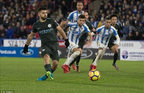 Thay gi sau tran Huddersfield 1-2 Man City hinh anh 2