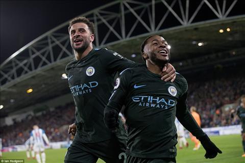 Tien ve Raheem Sterling thang hoa truoc Huddersfield hinh anh 2