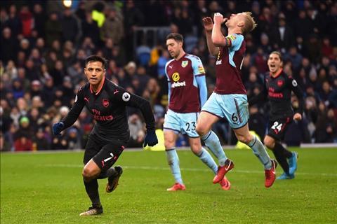 Nhung thong ke dang nho sau tran Burnley 0-1 Arsenal hinh anh