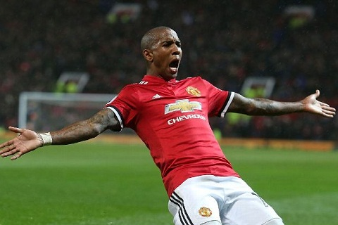 Tien ve Ashley Young muon ky hop dong dai han voi MU hinh anh