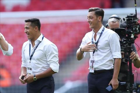 Wenger Muon co Ozil hoac Sanchez phai chi nhat nhieu tien hinh anh