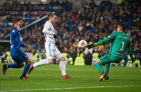 Gareth Bale ngan chan dong dat o Madrid Thoi the tao anh hung hinh anh 3