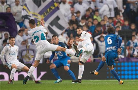 Gareth Bale ngan chan dong dat o Madrid Thoi the tao anh hung hinh anh 2