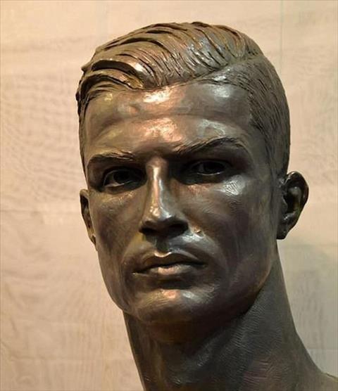 Tuong Ronaldo da co than thai va dep hon truoc hinh anh
