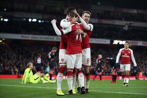 Nhung thong ke an tuong sau tran Arsenal 5-0 Huddersfield hinh anh