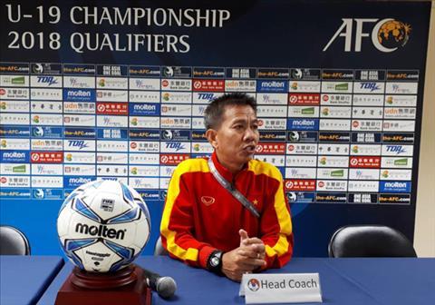HLV Hoang Anh Tuan chua hai long ve chien thang cua U19 Viet Nam hinh anh