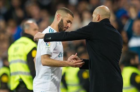 Owen tiet lo ve thuong vu tien dao Karim Benzema hinh anh