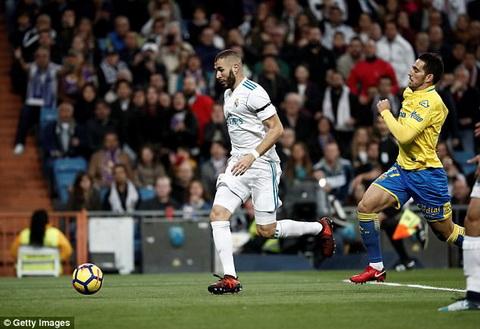 Tien dao Karim Benzema noi ve moi quan he voi Ronaldo hinh anh 2