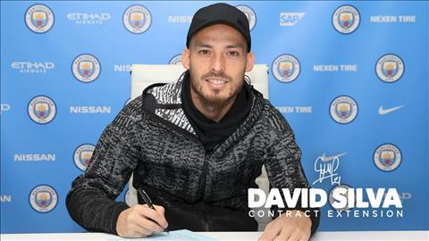 Man City gia han thanh cong voi tien ve David Silva hinh anh