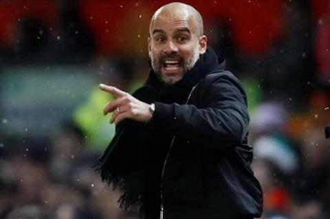 Pep Guardiola muon bo sung them hau ve cho Man City.